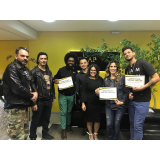 prótese capilar feminina com cabelo crespo